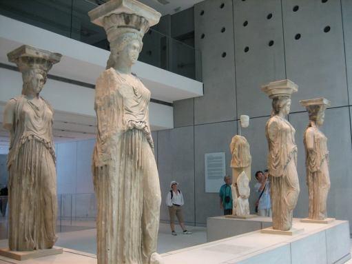 Les Cariàtides de l'Erectèon (l'original, al Museu de l' Acròpolis)